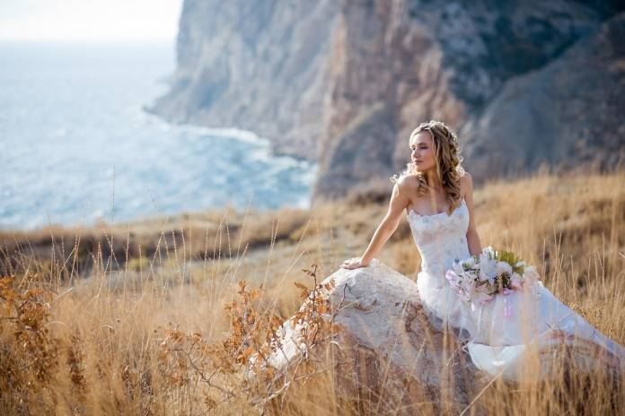 How To Avoid Disasters At Your Outdoor Wedding: Common Wedding Day Beauty Disasters
