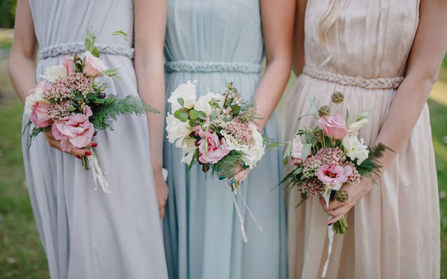 brides-with-flowers