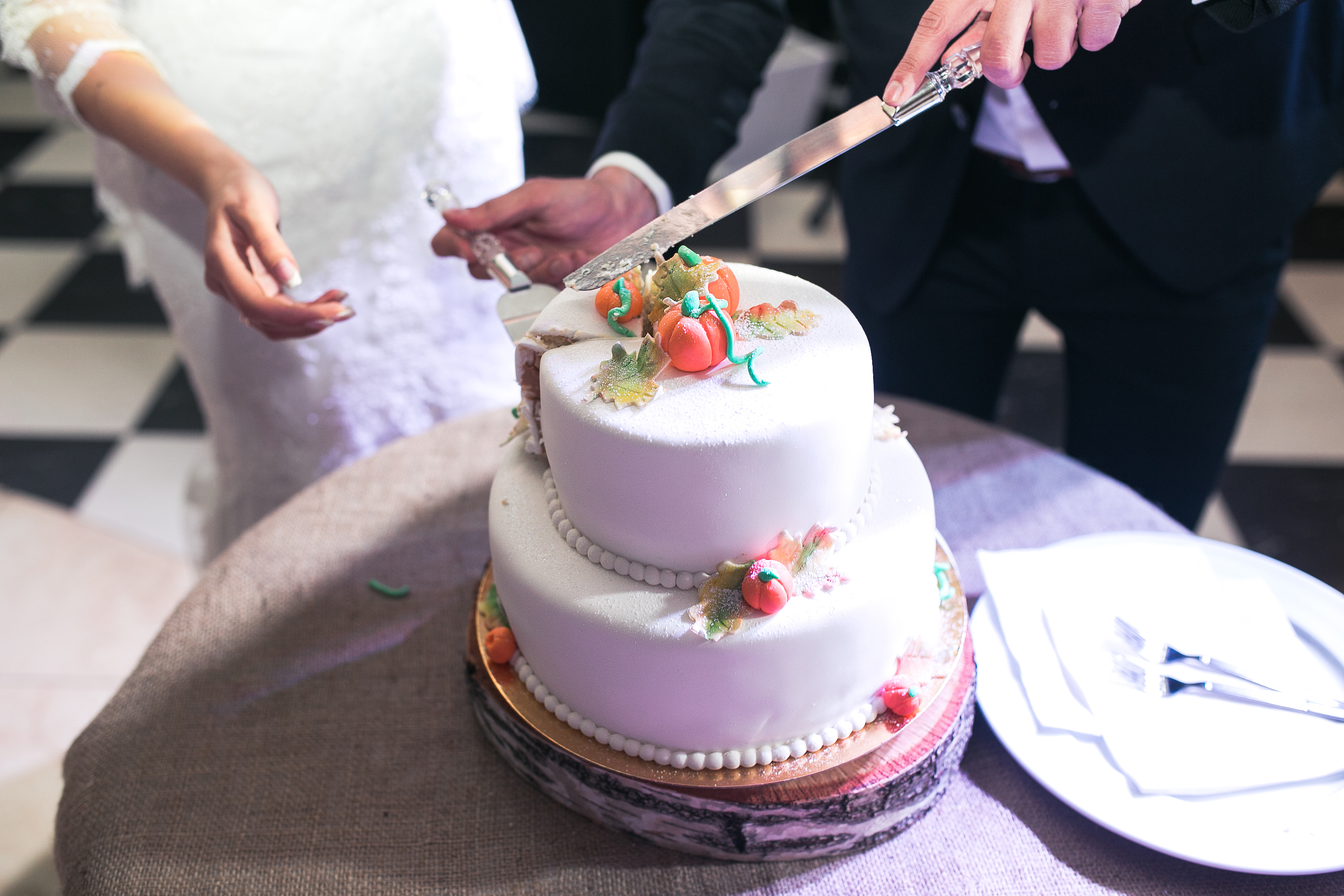 two-layer cake for a wedding